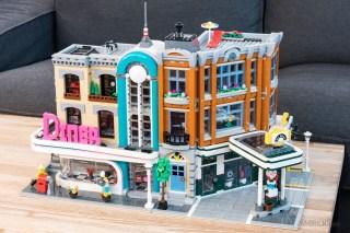 REVIEW LEGO 10264 Modular Corner Garage 10260