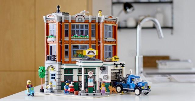 video designer LEGO Creator Expert 10264 Corner Garage