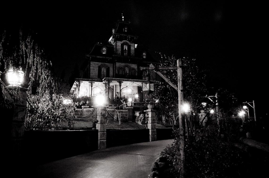 disneyland-paris-black-white--1
