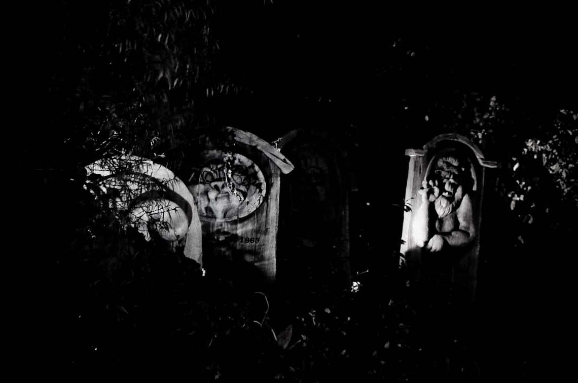 disneyland-paris-black-white--2