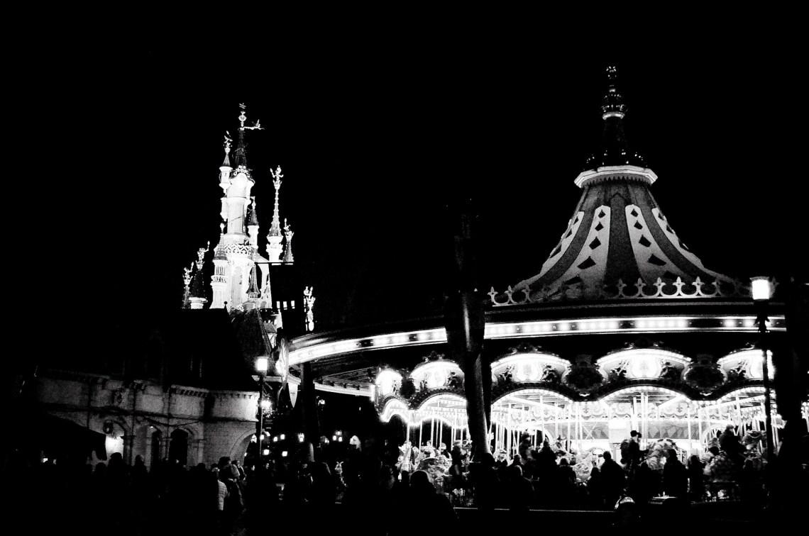 disneyland-paris-black-white--7
