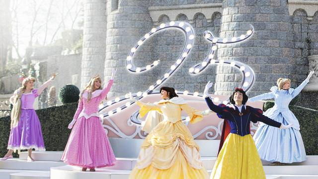 Show Princesses Etincelante valse 25 ans Disneyland Paris