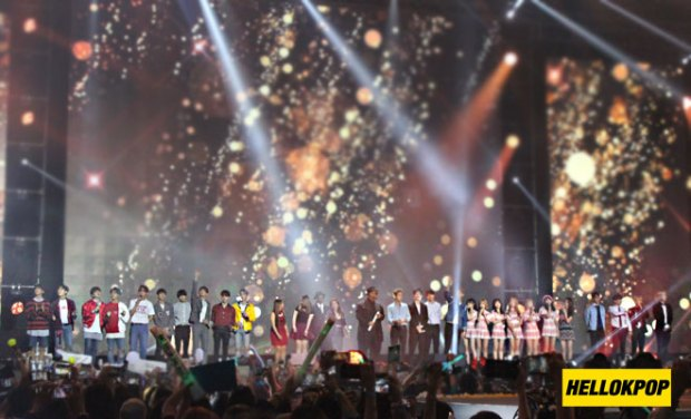 one k global peace concert singin finale