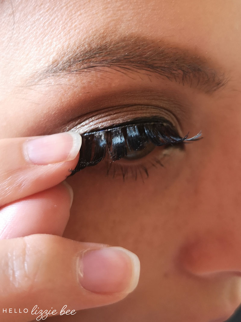 How to put on false lashes