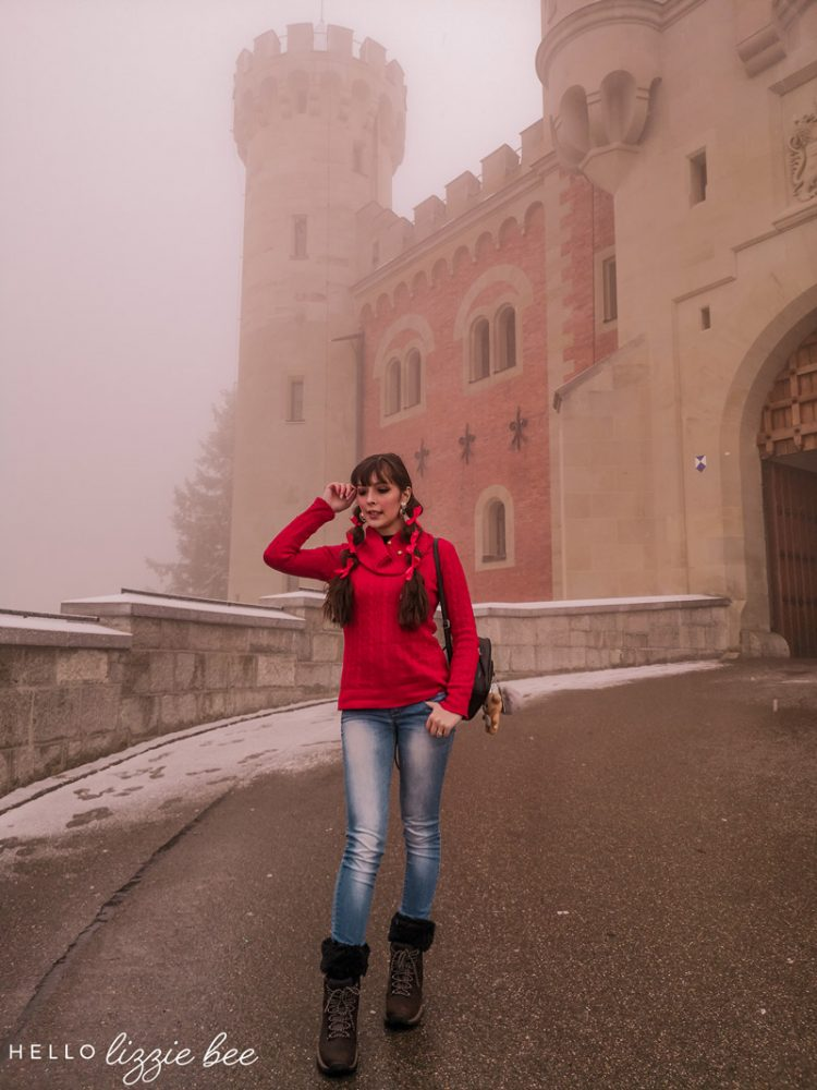 Casual winter holiday outfits to Neuschwanstein Castle in Germany