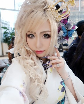 The Differences Between Japanese and Gaijin Gyaru Communities