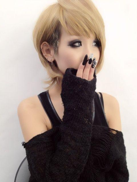 Short haired gyaru