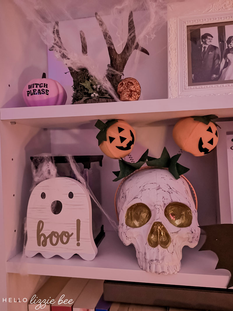 Halloween Bookcase Decor