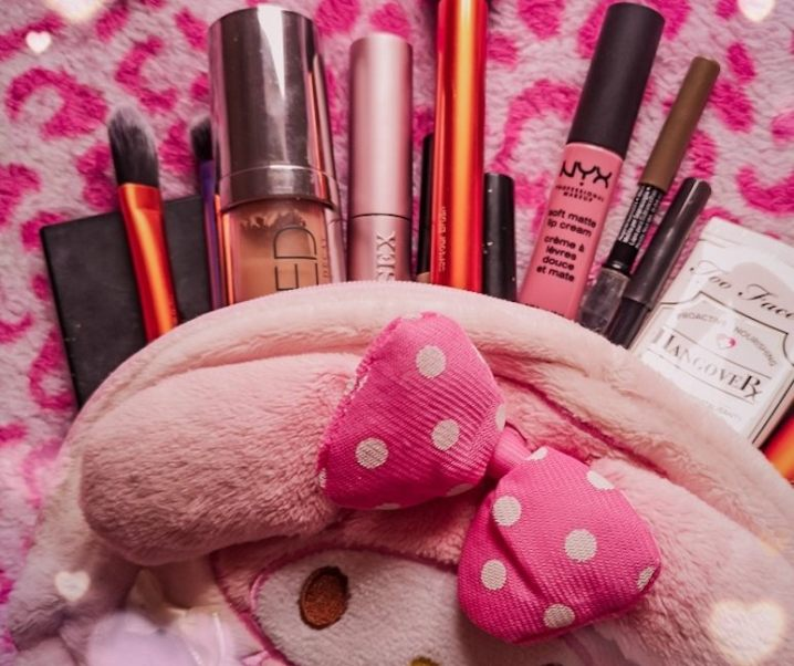 What's in My Gyaru Makeup Bag?