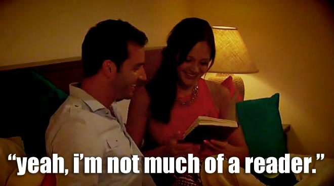 chris gives desiree a journal as a gift on the bachelorette.