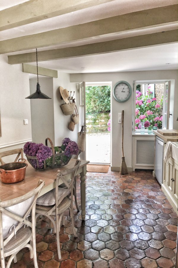 31 Beautiful French Farmhouse Style Moments Decor Inspiration  Hello Lovely