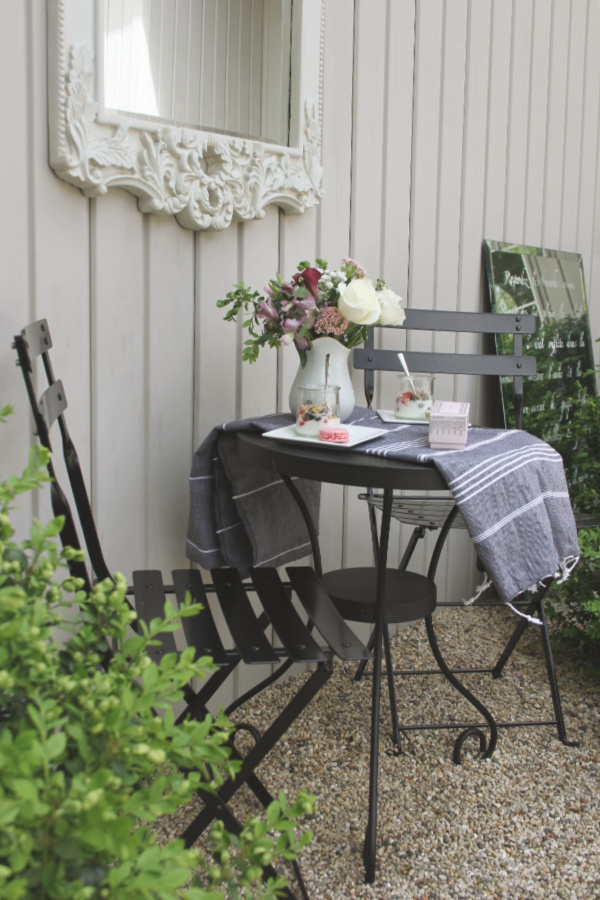 french bistro chairs decor
