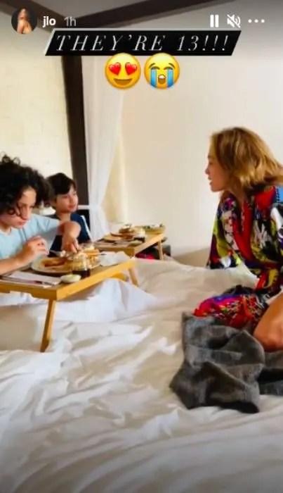 jennifer-lopez-twins-breakfast-in-bed