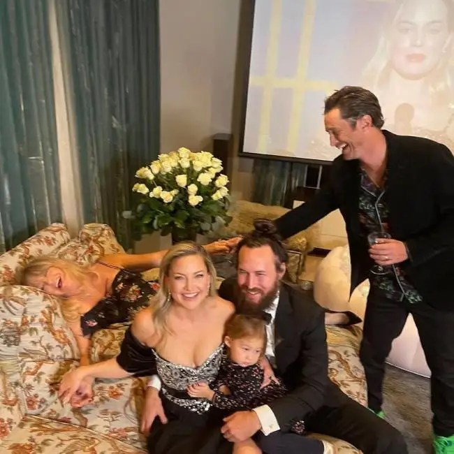 goldie-hawn-candid-family-photo