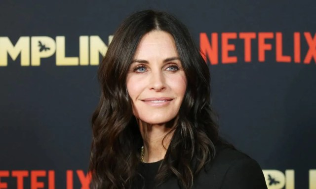 friends star courteney cox shows off incredible hair