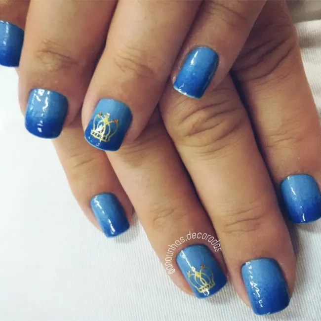 For A Subtle Nod To The Monarch Opt Simple Statement Nail With Crown Pattern Like Anaunhas Decoradas