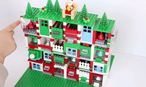 Build a LEGO advent calendar with your kids this Christmas | HELLO!