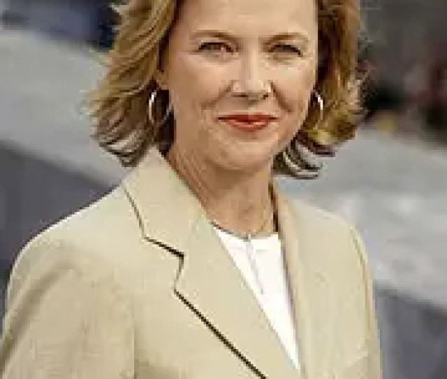 Annette Bening Has A Certain Gift For Playing Women With To Put It Gently Emotional Difficulties The Actress Took Home A Bafta For Her Portrayal Of A