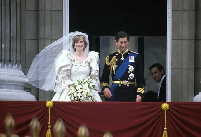 Charles and Diana's unseen wedding photos sell for over ...