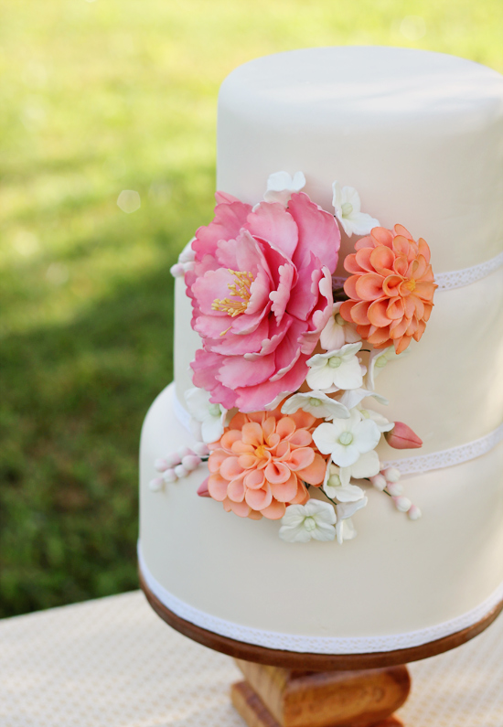 sugar-flowers-wedding-cake-2