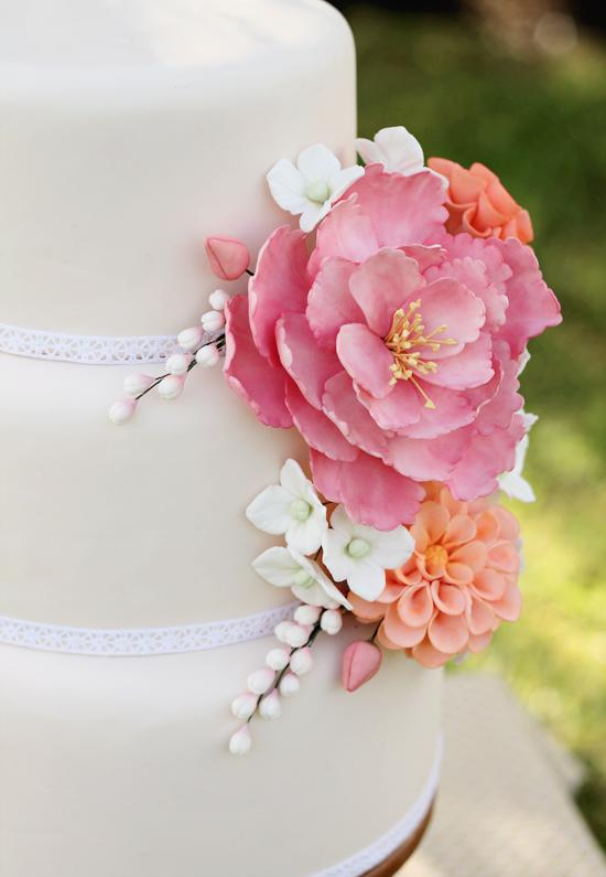 sugar-flowers-wedding-cake-1
