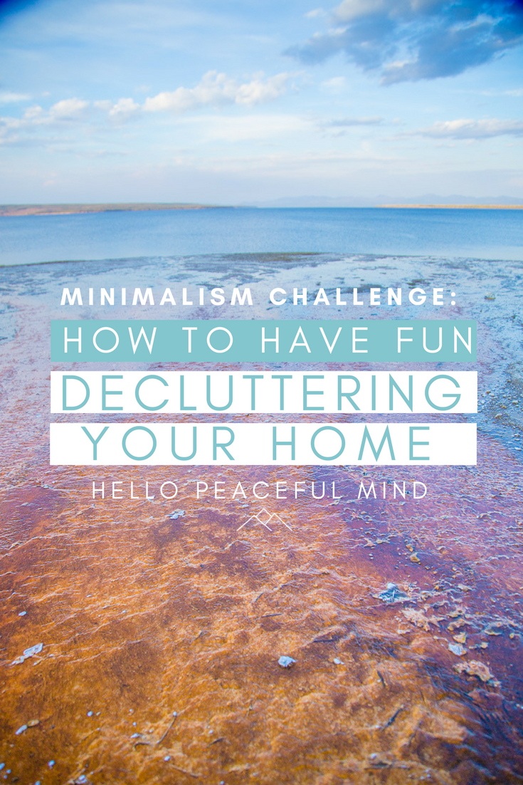 Discover how to do a minimalism challenge to help you let go of things and delcutter your home. Head over to www.hellopeacefulmind.com to get your FREE checklist !