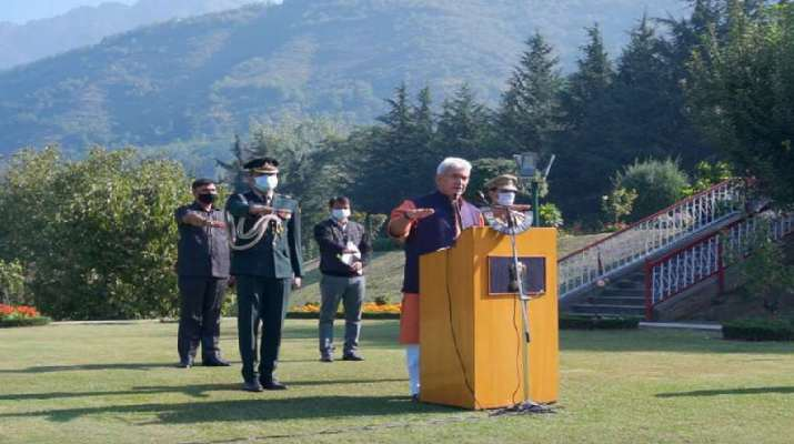 Jammu & Kashmir: Lt Governor administered Swachhta Pledge to officers, officials of Raj Bhavan and Civil Secretariat on Gandhi Jayanti 1
