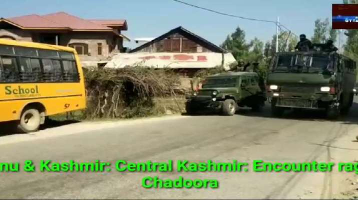 Jammu & Kashmir: Central Kashmir: 01 Militant caught alive during firefight in Chadoora: IGP 1