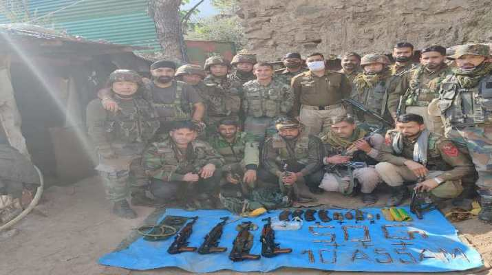 Jammu & Kashmir: Heavy Arms & ammunition consignment recovered near LoC in J&K's Poonch 1