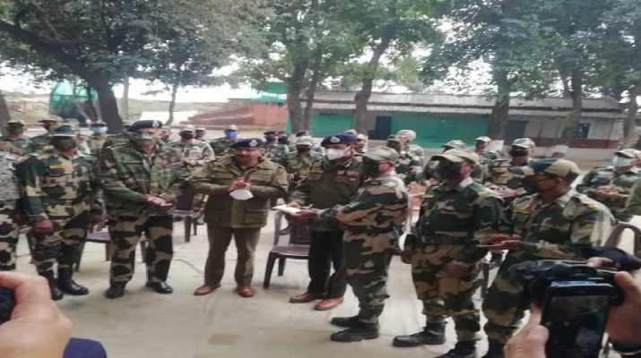 Jammu & Kashmir: DGP visited Arnia border Jammu, rewarded BSF personnel 1