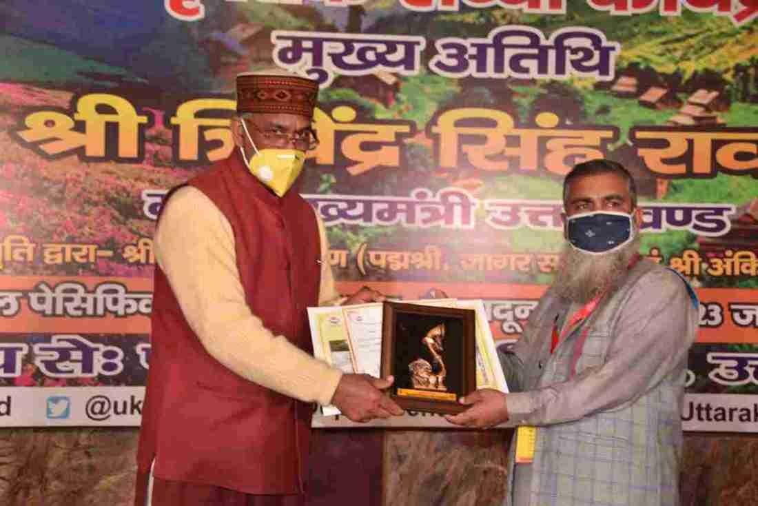 प्रशिक्षण एवं अध्ययन भ्रमण पर आये जम्मू कश्मीर के निर्वाचित पंचायत प्रतिनिधियों का मुख्यमंत्री त्रिवेन्द्र सिंह रावत ने किया स्वागत 2