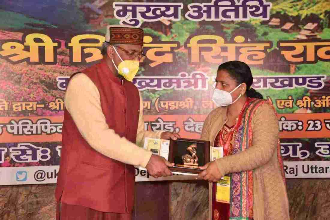 प्रशिक्षण एवं अध्ययन भ्रमण पर आये जम्मू कश्मीर के निर्वाचित पंचायत प्रतिनिधियों का मुख्यमंत्री त्रिवेन्द्र सिंह रावत ने किया स्वागत 4