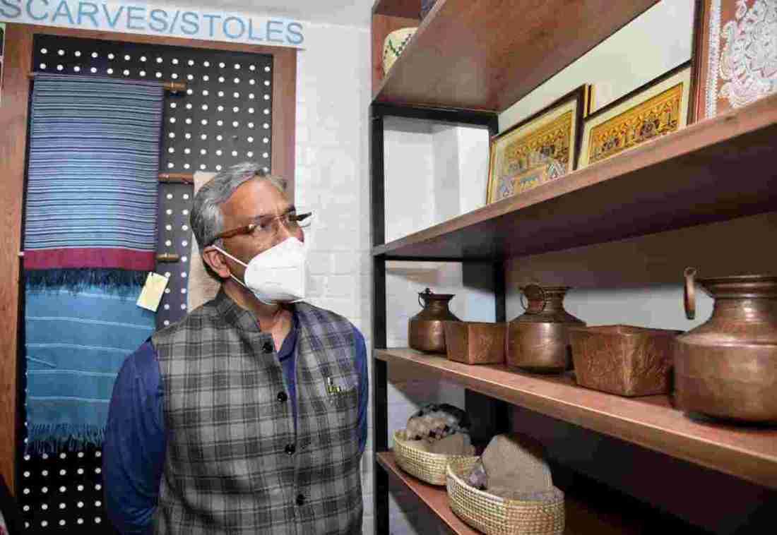 दिल्ली स्थित उत्त्तराखण्ड सदन में उत्तराखंड हथकरघा एवं हस्तशिल्प विकास परिषद के हिमाद्रि एम्पोरियम का हुआ उद्घाटन 4