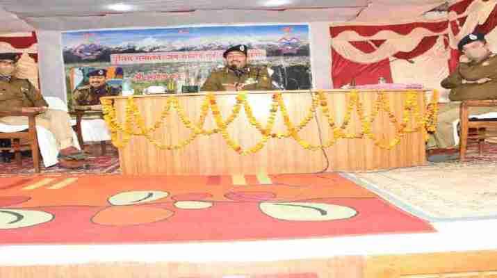 पुलिस महानिदेशक, अशोक कुमार आज पिथौरागढ़ के दौरे पर, विभिन्न समस्याओं का किया मौके पर ही समाधान 1