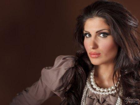 Model: Maria Ben-Shams