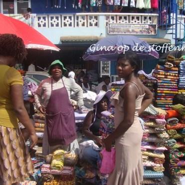 Op de markt, nieuwe stoffen kopen