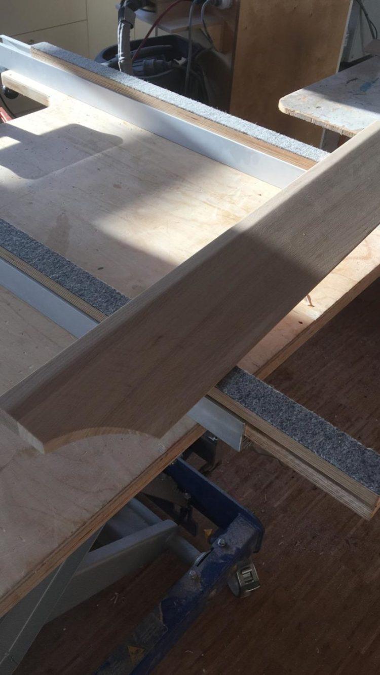 Türschwellenrampe aus Holz - Sonderanfertigung mit runder Aussparung Ecke links