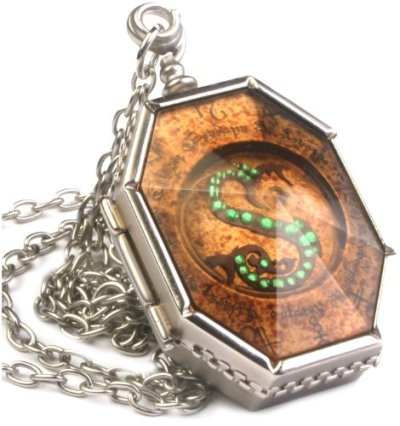 Harry-Potter-Horcruxes-Mdaillon-de-Salazard-Serpentard-0