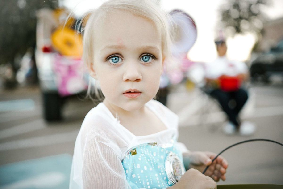 petite-fille-blonde-mignonne