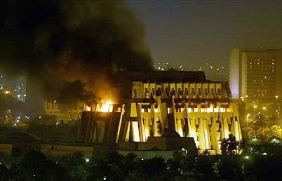 Paleis van Saddam in vlammen