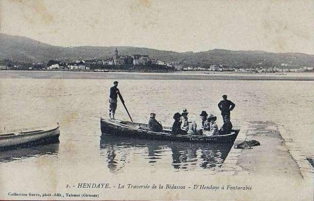"Carte postale ""la traversée de la Bidassoa"" d'Hendaye à Fontarrabie"