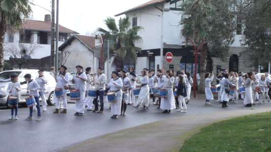 Tamborrada dans les quartiers
