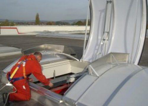 Henke Dachdecker für Bueckeburg - Fachmännischer Einbau und Wartung von RWA-Anlagen: Der bundesweit vertretene RWA-Wartungsdienst der Jet-Gruppe gewährleistet die Funktionstüchtigkeit von Eigen- und Fremdanlagen.