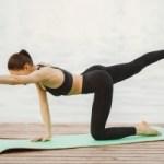 Yoga rek- en strekoefeningen om soepel aan de volgende dag thuiswerken te beginnen