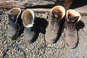 Tongariro Shoes 300x200 Новая Зеландия, часть 2: заповедник Тонгариро (Мордор, Ородруин, Эмин Муил)