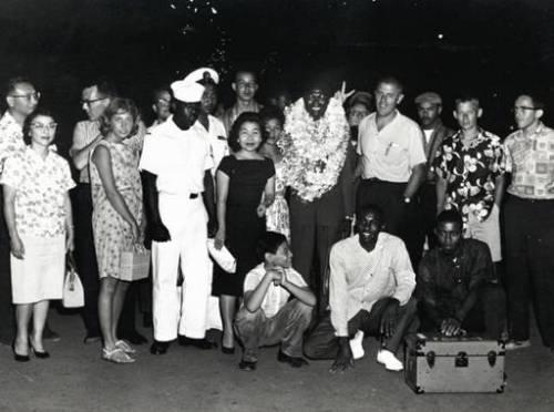 Stanley-Dunham-meeting-Obama-into-Hawaii.jpg