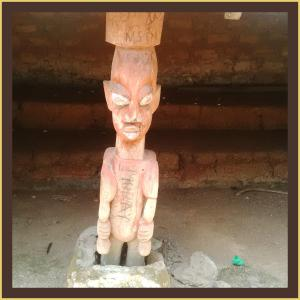 One of the images in the oba's palace..these were round about the place like pillars