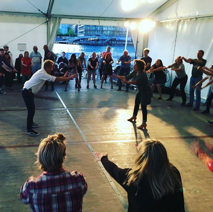 Swingdans på Bryggen / Dancing at the harbour – Hepcats