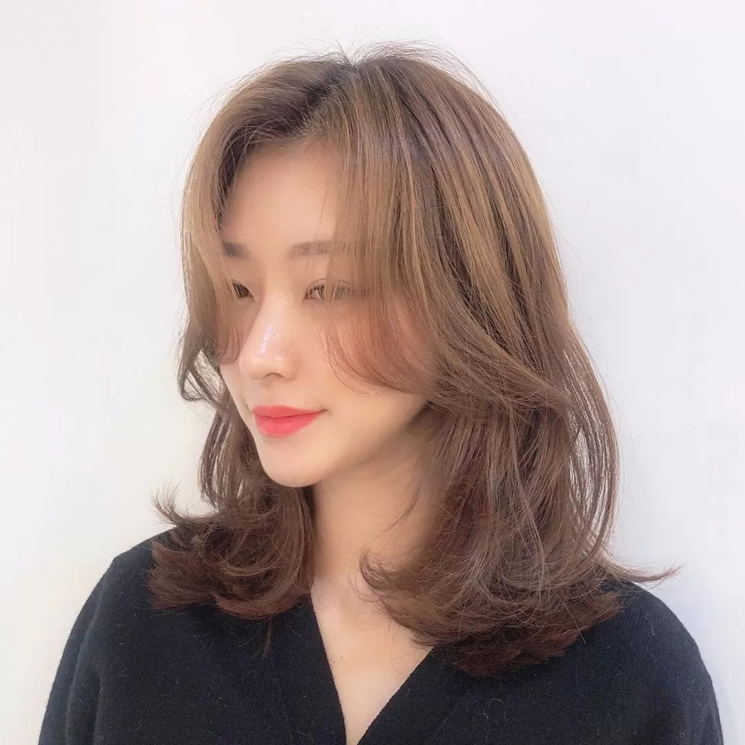 medium length layered hair
