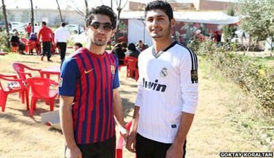 130313T.Iraqi-Barcelona-fan